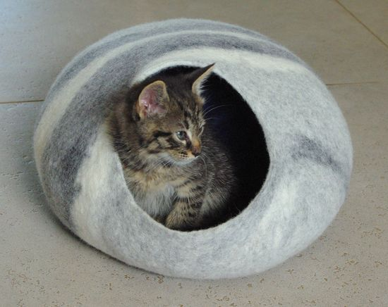 Cat bed/cat cave/cat house/grey felted cat cave (With GIFT pad)