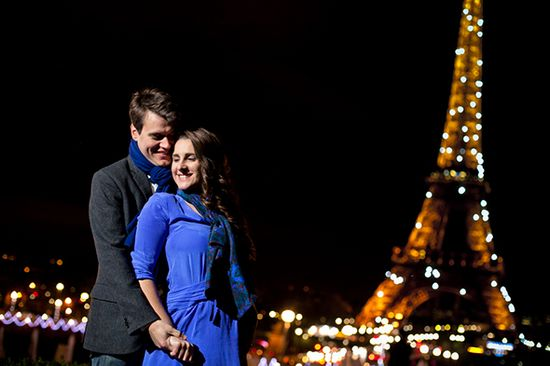 Romantic wedding engagement in Paris. // Photo by: www.sarahdawson.net/