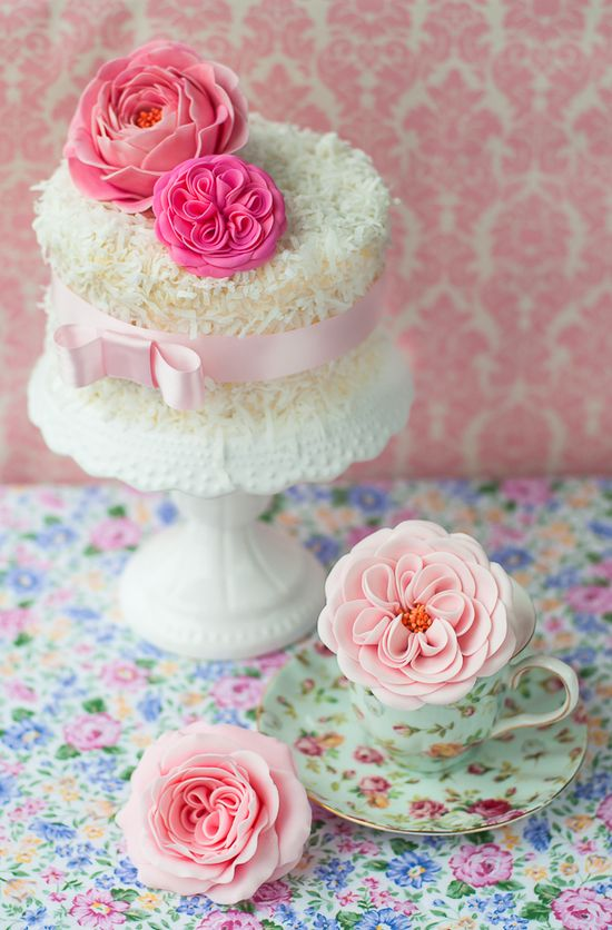 Lulus Sweet Secrets: sugar English garden roses