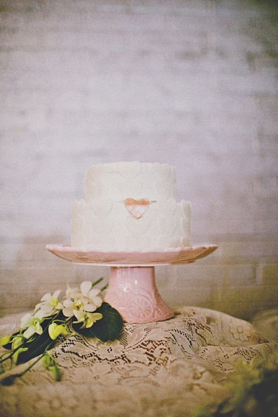 Heart detail wedding cake from U of Cakes // photography by CamiTakesPhotos.com