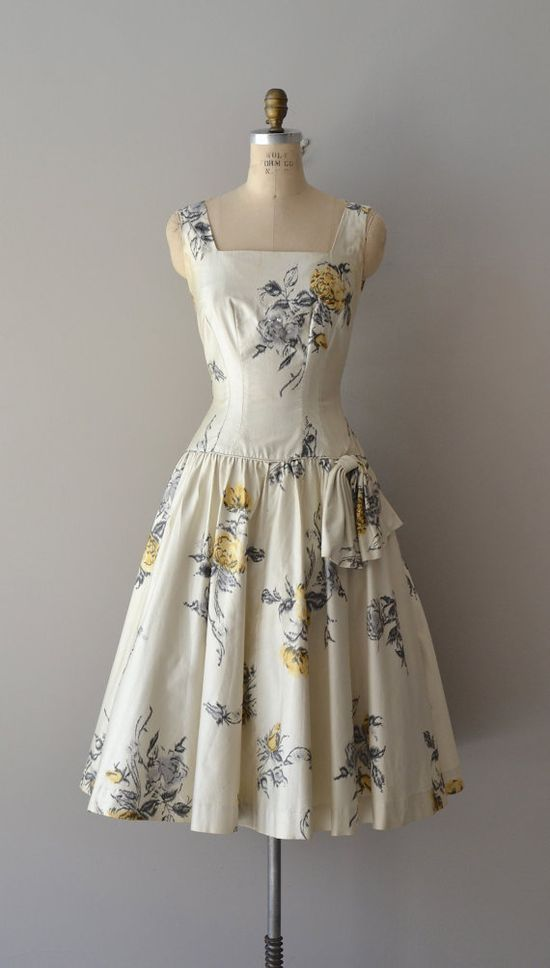 A wonderfully lovely floral print 1950s party dress. #vintage #1950s #fashion #dresses