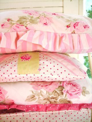 wonderful pink pillows