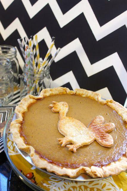 Thanksgiving Turkey-Decorated Pie
