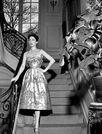 Strapless, wildly elegant 1950s cocktail dress glamour. #cocktail #dress #vintage #fashion #clothes #1950s