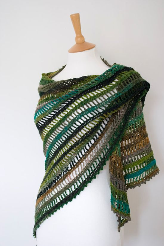 Crocheted Shawl - SO pretty! I need to brush up on my crochet skills!