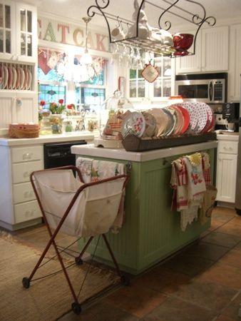 I love this vintage kitchen!