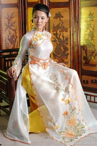 Vietnamese lady in Ao dai dress.