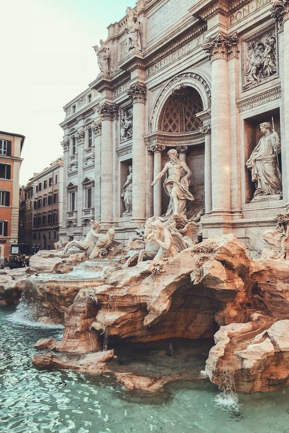 The most romantic spot in Rome, The trevi fountain! This is one of our favourite fountains in Rome, Italy #iliveitaly #Italy #architecture #fountains