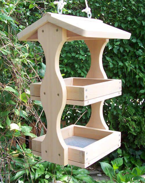 Оригинальные кормушки из дерева для птиц своими руками