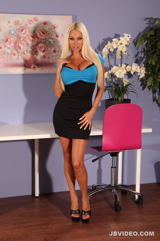 Full-bosomed MILF Nikita Von James slipping off her suit and lingerie № 514095 загрузить