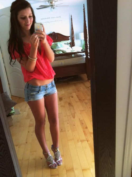 Nude teen girl fingering pussy webcam
