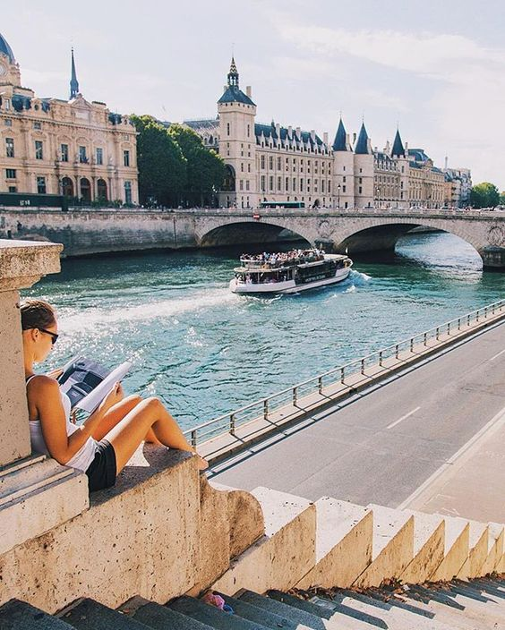 Along the banks of the Seine: