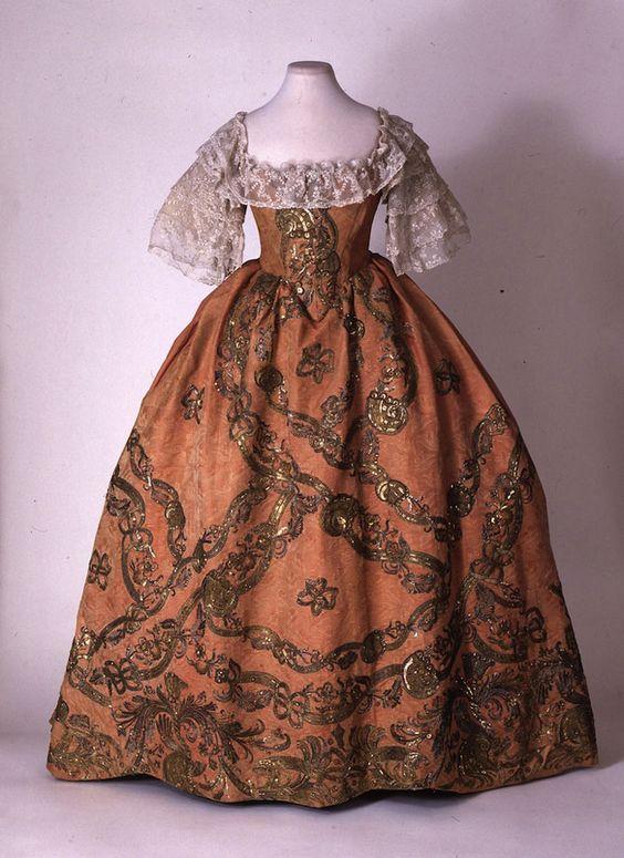 17-18 века платья