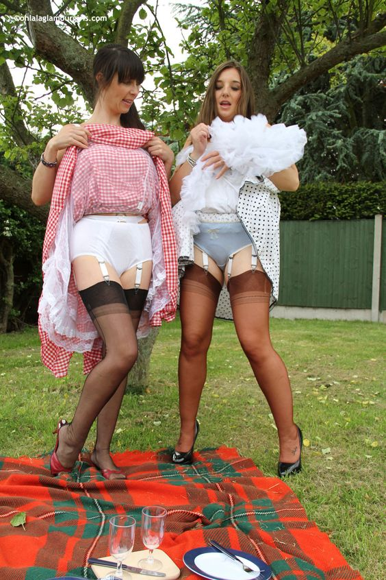 Hot mature Semmie Desoura denudes tits and rubs black pussy through panties № 230839  скачать