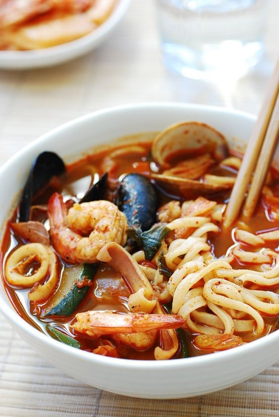 Jjamppong (Korean Spicy Seafood Noodle Soup) - Korean Bapsang
