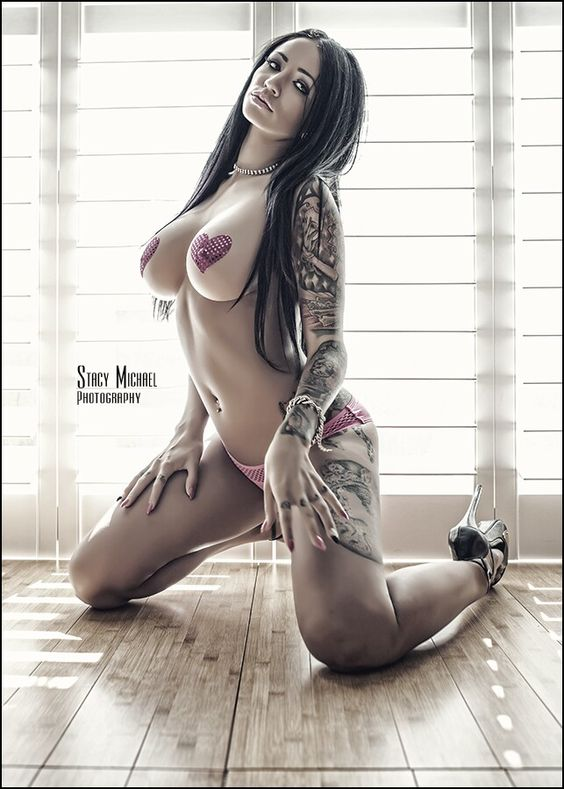 Girls naked big butts