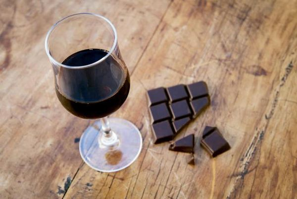 How+to+Pair+Chocolate+With+the+Right+Wine+(No+Really...It+Can+Be+Done)
