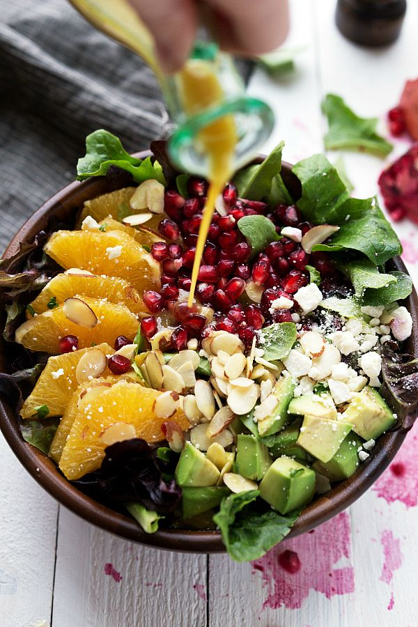 Pomegranate Orange Salad - perfect winter salad and great for Christmas! #salad #winter #pomegranate