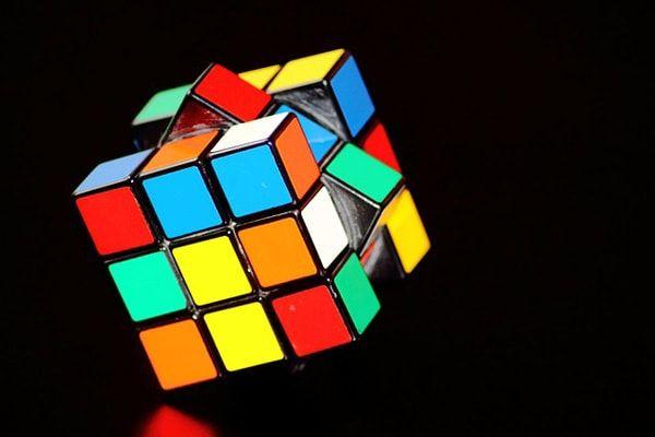 ルービックキューブの揃え方をマスターしてインテリメンズをアピール!