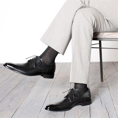 デキる男の靴下選びのポイントは?スーツの足元は注目されている!