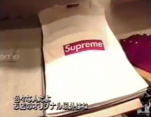 シュプリームのニューヨーク1号店に並べられた商品