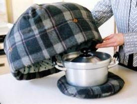 「鍋帽子」は便利な保温調理器具!電気もガスも使わない優秀グッズ♪