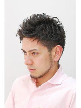 大人の色気を感じさせるメンズ流行の髪型「ベリーショート」