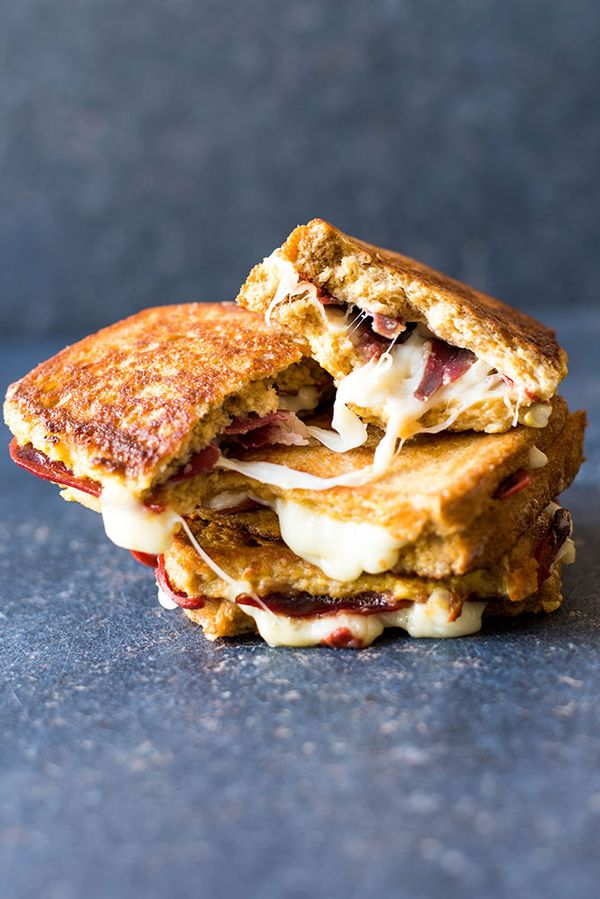 French Toast Sandwiches stuffed with mozzarella and bacon fried in a buttered pan. These are the shortcut to heaven! | giverecipe.com | #breakfast #frenchtoast