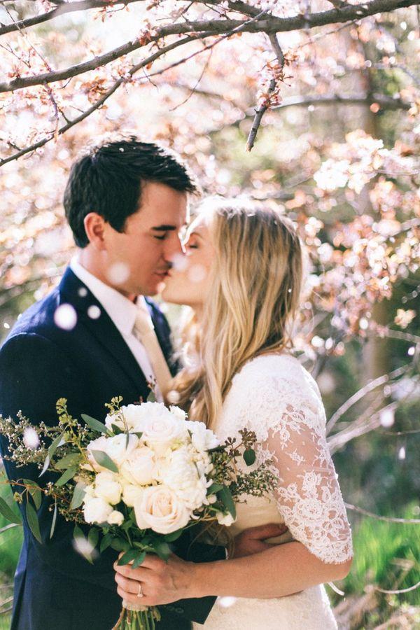 【3分でお悩み解消】結婚式にカーディガンは「常識」or「非常識」