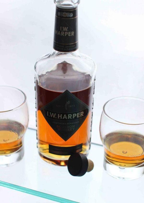 After 20-year hiatus, I.W. Harper bourbon coming back to U.S. #liquor #whisky #bouron #liquornews
