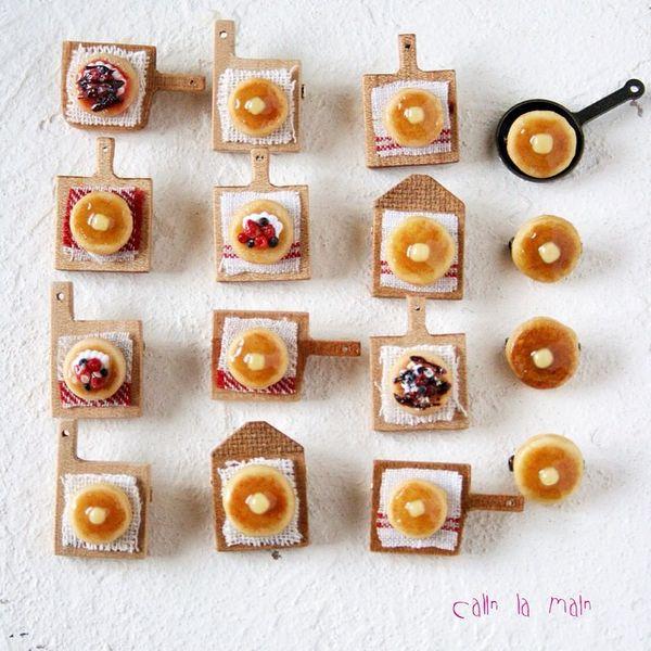 Instagram media by calin_la_main - . ❄︎ pancake brooch ❄︎ . 明日からいよいよ如月始まります♥︎ お手伝いで明日は会場にいます! 素敵な出会いがありますように♥︎ . #miniature #miniaturefood #handmade #pancake #polymerclay #brooch #ミニチュア#ミニチュアフード#手作り#ハンドメイド#樹脂粘土#パンケーキ#ブローチ#アクセサリー#如月2015