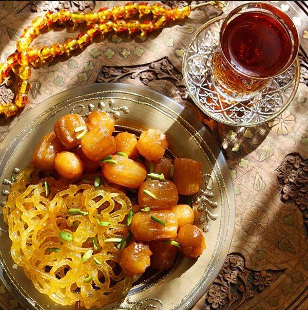 Persian tea, zoolbia and bamieh