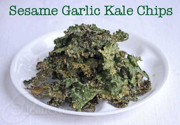 Sesame Garlic Kale Chips - crunchy and so good, your kids are going to gobble these up ~ http://jeanetteshealthyliving.com