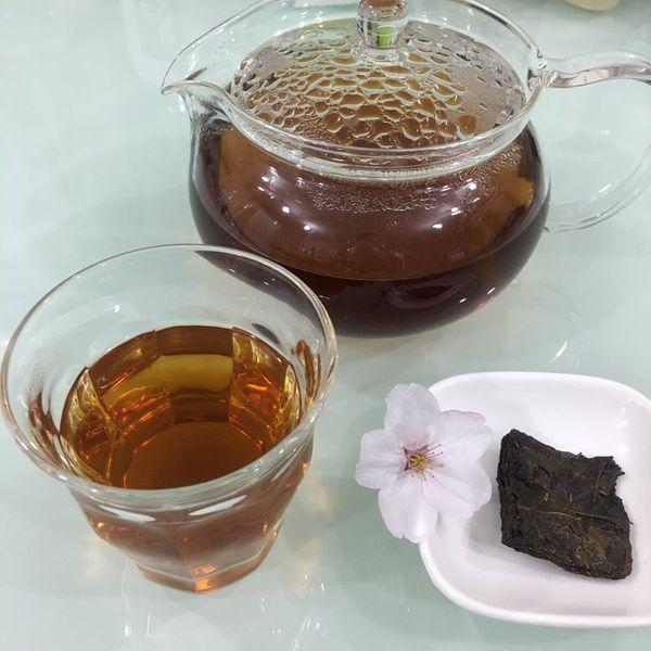 碁石茶  茶葉が発酵そのものです!/口に含むと、僅かな酸味 優しい酸味を感じます。/気品ある味わいは 特別な日に頂きたいと そう思わせるお茶です! ハーブティーの感覚で 何にでも、合いそう♫(^-^)(minisakura3939)