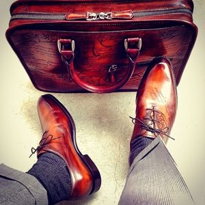 【ベルルッティ】実用性もあって大人の品性を身に着ける|革の経年を愉しめる紳士