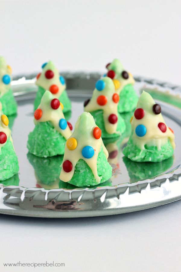No-Bake Christmas Tree Cookies: SO easy, just a few ingredients! Perfect for decorating with the kids. www.thereciperebel.com
