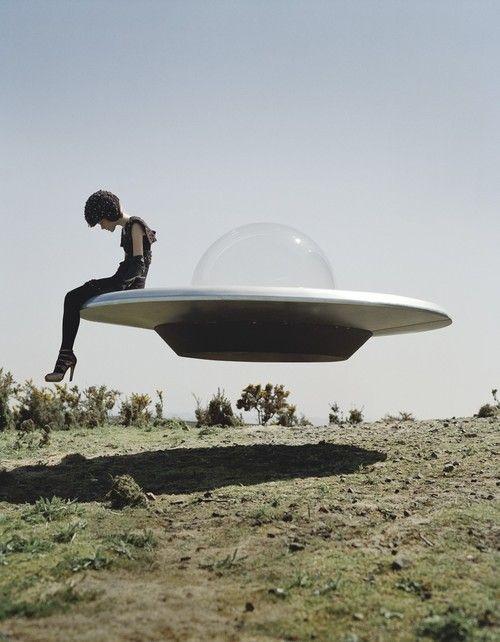 ティム ウォーカーという写真家知ってますか?夢と現実が交差する幻想世界とは?
