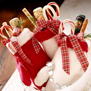 Cozy wrappers - DIY Homemade Christmas Gift. http://www.midwestliving.com/food/holiday/homemade-food-gifts/page/27/0