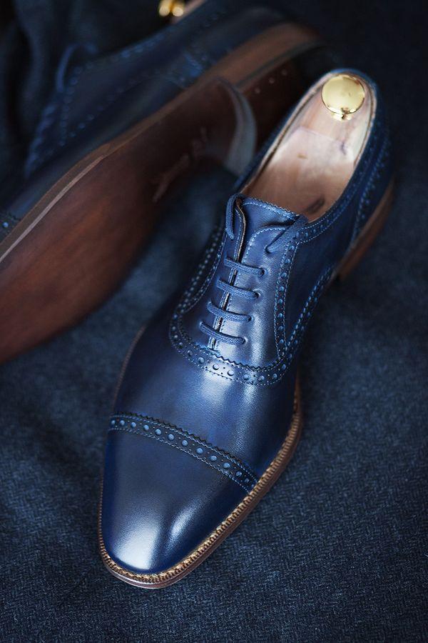 ネイビースーツ×紺靴 ~同系色の合わせでオシャレ度UP~