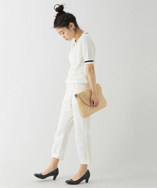 太陽にも街にも似合う服!爽やか定番、白いポロシャツスタイルで出掛けよう | キナリノ