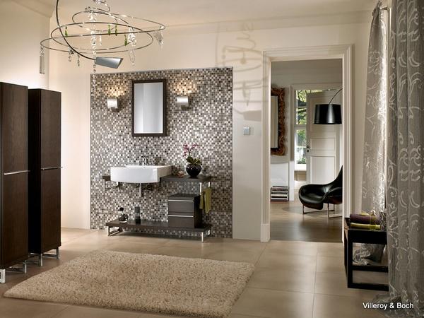 Bouwen van een huis: Mozaiek tegels badkamer plaatsen