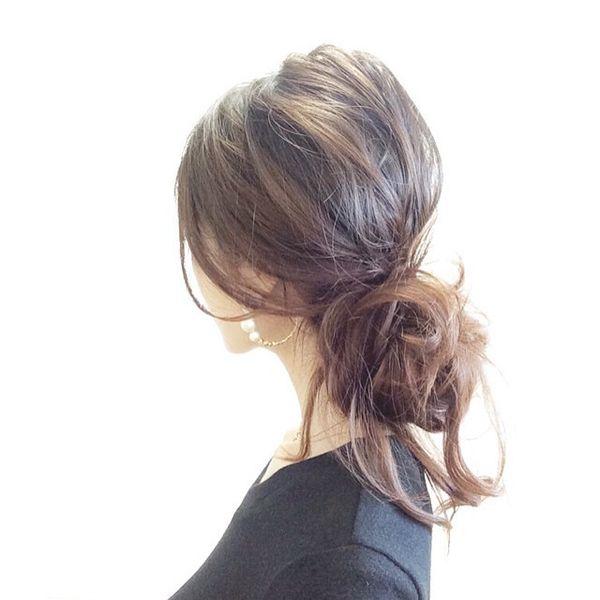 """yuri kobayashi on Instagram: """"♡ 昨日のpostのヘアー編♥︎ シニヨンには ピンも使わない、 まさに ラフアレンジ◡̈♥︎ 簡単に、で恐縮ですが 今夜のblogでやり方ご紹介しますね♥︎ #hairarrange #ヘアアレンジ #シニヨン #ゆる髪 #まとめ髪 #お団子 #ママファッション…"""""""