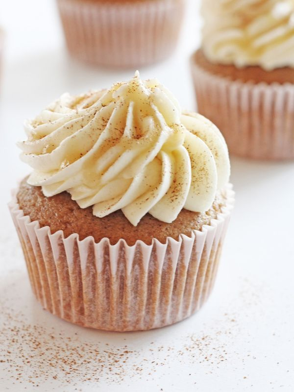 Cocktail Cupcakes: Buttered Rum Cupcakes are a boozy dessert treat infused with spiced rum and topped with spiked buttercream frosting | Recipe by @haleydwilliams