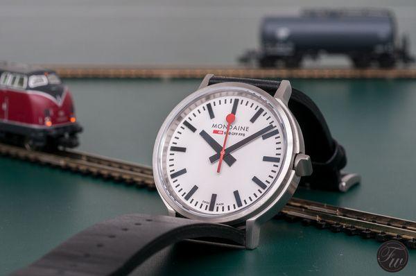 モンディーン(MONDAINE)は、シンプルさが極めれられたスイスの腕時計。魅力をご紹介。