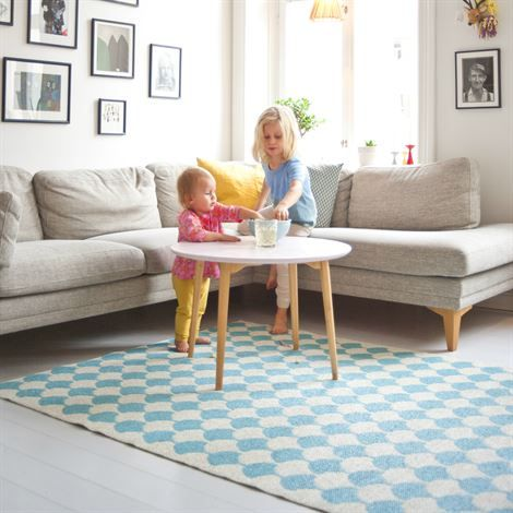 北欧風ラグでお安くおしゃれなお部屋に!生地や柄、おすすめを紹介します。
