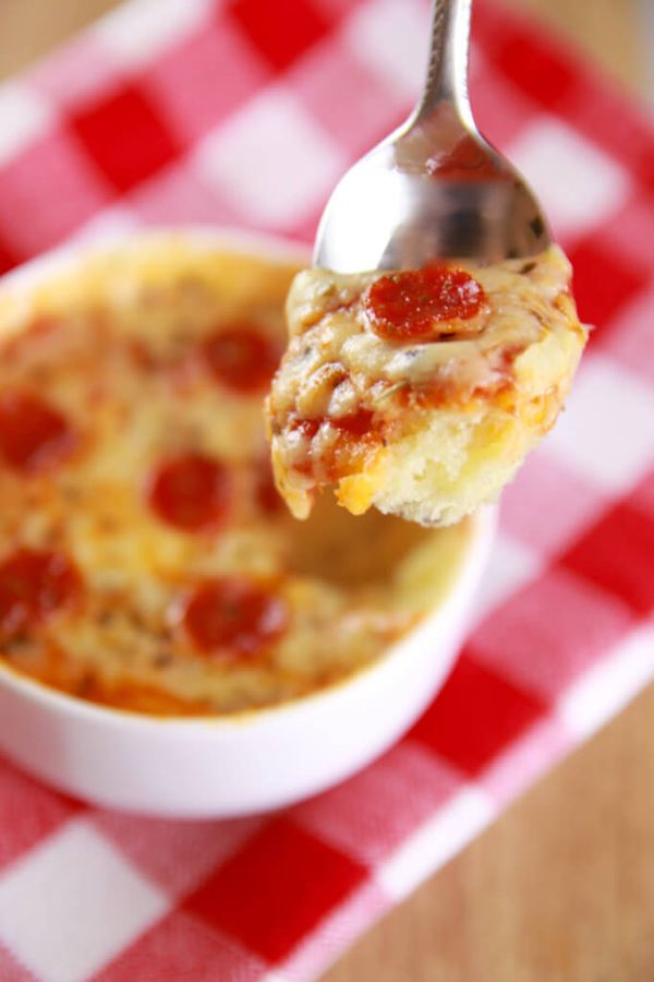 Microwave Mug Pizza -INSANELY good Pizza made in the microwave. Single serving, real food, made in minutes