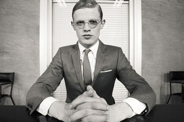 トムブラウンのメガネだけで、あらゆるファッションがグレード・アップ!