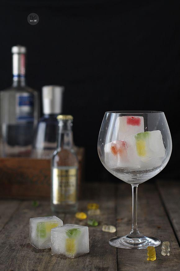 Gin-tonic Haribo y los ice cube de Lékué. To be Gourmet | Gastronomía, recetas de cocina y restaurantes.