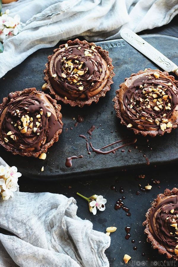 Raw Chocolate Banana Peanut Butter Tarts | A Barefoot Housewife