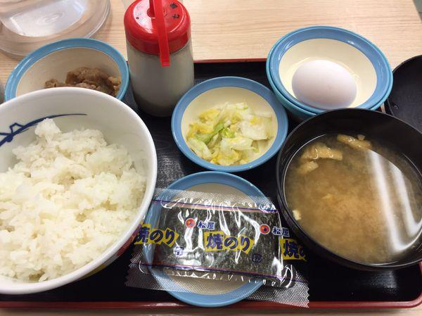 松屋の朝食は選べる小鉢が魅力的!飽きないから毎日食べたい♪